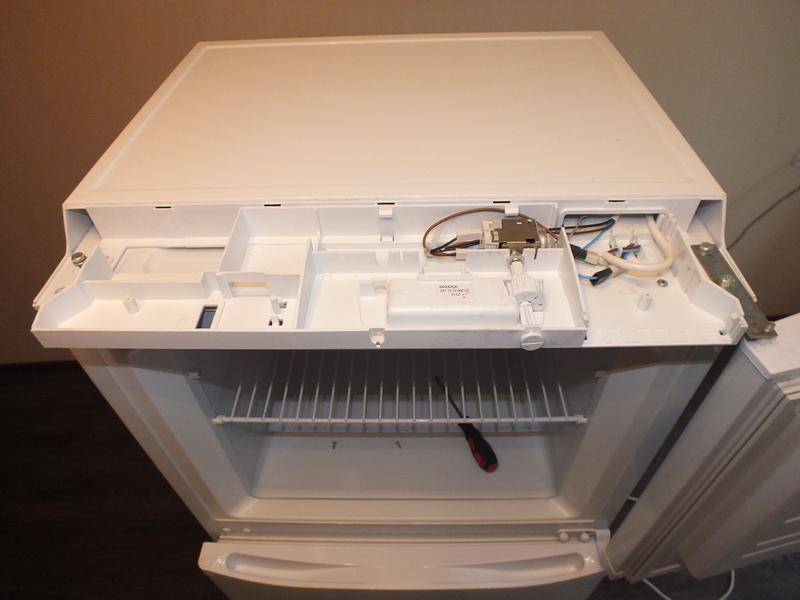 демонтаж двери морозильной камеры