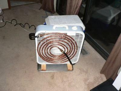 прикрепляем вентилятор к морозильной камере