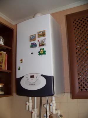 Настенный газовый аппарат на кухне