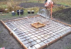 Заливаем бетонную плиту сверху