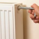 Как спустить воздух из радиатора отопления: удаляем воздушные пробки правильно