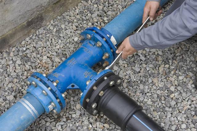 Как подключить трубу к водопроводу