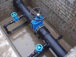 Колодец присоединения дома к центральному водопроводу
