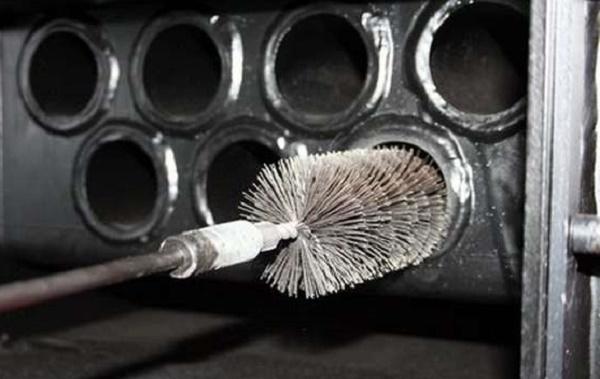 Механическая чистка печи ёршиком